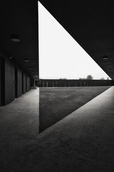 HIC Arquitectura » Fassio-Viaud architects + David Devaux > Kennel for police unit in Moissy Cramoyel