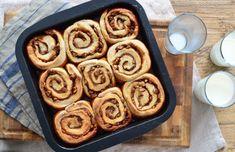 Cinnamon rolls met pecannoten en karamelsaus Happy Foods, Cinnamon Rolls, I Foods, Baking Recipes, Breakfast Recipes, French Toast, Bakery, Food Porn, Brunch
