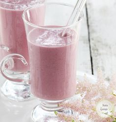 Przepis: Koktajl owsiany z malinami | AniaGotuje.pl Dessert Cake Recipes, Fruit Recipes, Smoothie Recipes, New Recipes, Healthy Recipes, Banana Cocktails, Fruit Smoothies, Breakfast Recipes, Raspberry