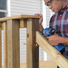 How to Build a Deck: Wood Stairs and Stair Railings Porch Step Railing, Outdoor Stair Railing, Porch Stairs, Deck Railings, Deck Footings, Hand Railing, Porch Bench, Porch Roof, Railing Ideas