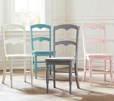 Stuhl in Pastellfarben