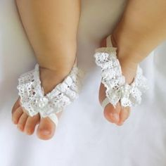 White Barefoot Sandals, Barefoot Sandals Baby, Barefoot Baby Sandals, Baby Sandals, Baby Barefoot Sandals, Barefoot Sandals For Babies. These sandals are made of Cotton Lace, Pearls, Felt and elastic. Tthese sandals are just perfect for any age! The front part of this sandal will not stretch but
