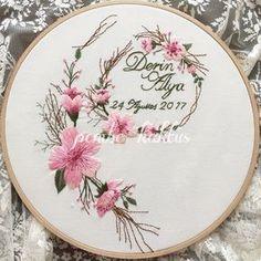 Wonderful Ribbon Embroidery Flowers by Hand Ideas. Enchanting Ribbon Embroidery Flowers by Hand Ideas. Brazilian Embroidery Stitches, Modern Embroidery, Silk Ribbon Embroidery, Embroidery Hoop Art, Hand Embroidery Patterns, Cross Stitch Embroidery, Machine Embroidery, Dmc, Embroidery Techniques