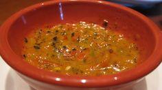 SALSA TAMULADA ( HABANERO ) - 20 chiles habaneros asados en el comal - 1 cucharada de sal, o al gusto - Jugo de naranja agria, o vinagre y jugo de naranja dulce PREPARACIÓN Se molcajetean los chiles con la sal y se va añadiendo el jugo poco a poco hasta lograr la consistencia deseada.