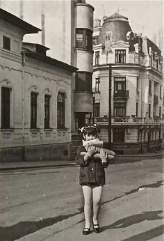 Pe Mihai Voda, chiar la iesirea din rondul intersectie, catre Izvor. Bucharest, Historical Pictures, Old City, Geography, Vintage Photos, Nostalgia, Europe, Canada, Memories