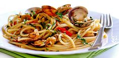 Spaghetti alle vongole Ingredients: 1 kg of clams 500 grams of spaghetti 2 cloves garlic salt pepper olive oil fresh parsley A recipe of the Neapolitan tradition that has conquered the taste buds of all Italians. Spaghetti with clams are one of the most popular recipes and appreciated when it comes to fresh seafood. Preparing …