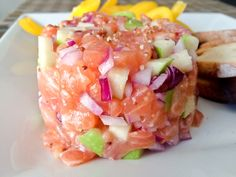 Tartare saumon pomme verte - La p'tite fourchette Ceviche, Finger Food Appetizers, Appetizer Recipes, Asian Recipes, Healthy Recipes, Ethnic Recipes, Healthy Food, Seafood Recipes, Cooking Recipes