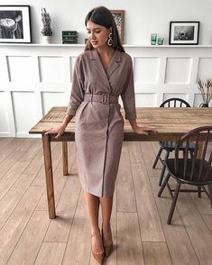 Stand out among colleagues: 11 ideas on how to dress in the office and not be like everyone else Formal Dresses With Sleeves, Cute Dresses, Casual Dresses, Fashion Dresses, Business Outfits, Office Outfits, Work Outfits, Curvy Fashion, Womens Fashion