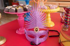 Bailinho de carnaval. Festa infantil reúne diversos elementos decorativos e temáticos para os pequenos curtirem a folia