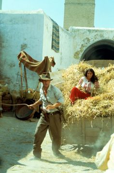 Indiana Jones (Harrison Ford) & Marion Ravenwood (Karen Allen) - Raiders of the Lost Ark (1981)