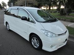 A car designed for driver and passenger comfort. Toyota Previa, Auto News, Van, Australia, Vehicles, Space, Floor Space, Car, Vans