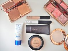 Fancy seeing what made it into my Travel Make-up bag? http://www.mrsdloves.com/2015/04/whats-in-my-travel-make-up-bag.html