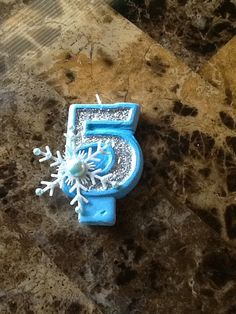Frozen Inspired Snowflake Painted Candle with Glitter birthday candle cake candle cake topper birthday party Princess Birthday Party Decorations, Frozen Birthday Party, 8th Birthday, Birthday Ideas, Frozen Theme Cake, Birthday Painting, Birthday Cake With Candles, Glitter Birthday, Paint Party