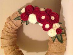 Burlap and felt wreath #cute #christmas #ideas #diy