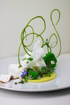 Rangpur lime dessert by pastry Chef Jordan Kahn at Red Medicine Restaurant, LA Modernist Cuisine, Plate Presentation, Think Food, Food Photography Styling, Molecular Gastronomy, Edible Flowers, Edible Art, Culinary Arts, Perfect Food