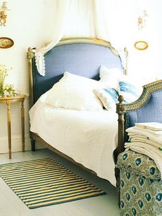navy + pattern on neutral background. this would make a great guest room