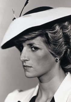 Diana, Princess of Wales likes · talking about this. I'd like to be a queen in people's hearts but I don't see myself being. Real Princess, Princess Of Wales, Princess Diana Pictures, Elisabeth Ii, Diana Fashion, Princes Diana, Lady Diana Spencer, Spencer Family, Queen Of Hearts