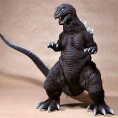 Celebrate the most famous kaiju of all time! Based on the 2001 Godzilla, Mothra and King Ghidorah: Giant Monsters All-Out Attack movie version, Godzilla has been scaled down to join the scale series of vinyl figures. Godzilla Figures, Godzilla Toys, Godzilla Suit, Vinyl Figures, Action Figures, Pvc Paint, Space Toys, Tin Toys