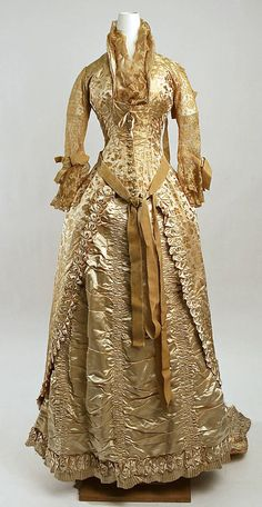 ca. 1880 dress with sheer lace sleeves