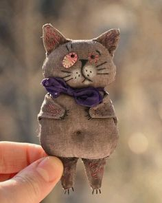 Pets, Home & Garden: Ideal toys for small catsOrganic Cotton knit kitty dolls, I love their cozy sweaters!How sweet - cats in jumpersKitty Dolls created by Lucky Juju on Etsy Link to 5 Adorable Etsy Animal Softie Friends. Sock Dolls, Doll Toys, Fabric Toys, Fabric Art, Cat Crafts, Kids Crafts, Ugly Dolls, Fabric Animals, Monster Dolls