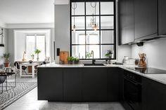 Finestra interna per avere luce in cucina