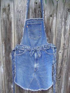 74 Great DIY ideas for recycling old jeans - Diy Projekte - Denim Artisanats Denim, Denim Purse, Jean Diy, Diy Old Jeans, Jean Apron, Salopette Jeans, Jean Crafts, Diy Crafts, Denim Ideas