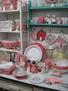 Vintage Pink Kitchen display.....I see Pyrex pink Gooseberry