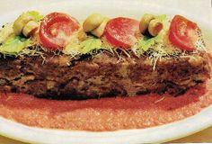 Pastel al estilo Ruso de carne al horno con carne de ternera picada Meatloaf, Food, Gastronomia, Cooking Recipes, Pastries, Meals, Russian Style, Meat Loaf, Eten