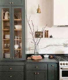 Green Kitchen, New Kitchen, Fixer Upper Kitchen, Kitchen Paint, Interior Design Inspiration, Home Decor Inspiration, Decor Ideas, Kitchen Interior, Kitchen Decor