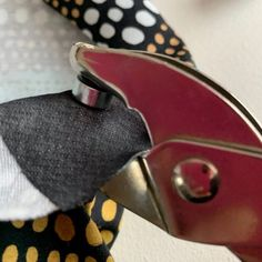 Sirkkarenkaiden kiinnitys helposti ja nopeasti - Unelmallinen ompelublogi Cufflinks, Personalized Items, Accessories, Tunic, Wedding Cufflinks, Jewelry Accessories