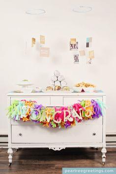 Graduation party ideas - decorations and food ideas #graduation #peartreegreetings