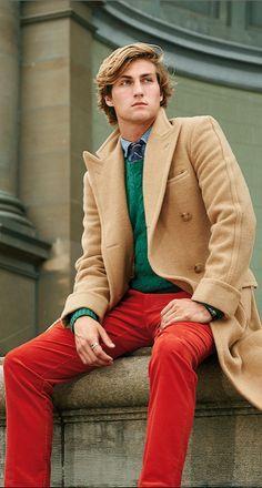 Le manteau en poil de chameau Polo Ralph Lauren a des épaules peu prononcées et une bonne longueur pour un look décontracté et une chaleur incomparable. Avec ses piqûres finies à la main, ses grands revers crantés et ses boutons en corne véritable, ce manteau coupe croisée est une pièce essentielle pour l'homme moderne.