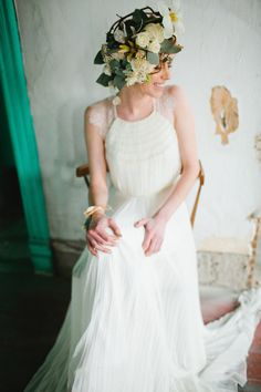 Catherine Dean wedding dress and flower crown | a  bé style book | see more on: http://burnettsboards.com/2014/04/15-fabulously-styled-wedding-dresses/