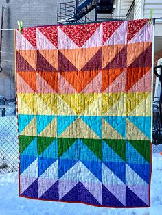 Dizzy Quilts: A Color Explosion Baby Quilt Quilt Patterns Free, Free Pattern, Half Square Triangle Quilts, Quilt Sizes, Make Color, Easy Quilts, Warm Colors, Quilting Projects, Diy Crafts
