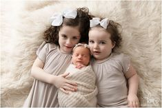 three siblings - newborn baby sister Before Baby, Baby Sister, Newborn Session, Baby Girl Newborn, Newborn Photographer, Football Players, Siblings, Photography Ideas, Little Girls