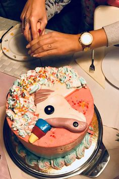 Get inspirational unicorn cake ideas from this image gallery of unicorn cake designs and cake toppers ideal for birthdays and kids parties Unicorn Cake Design, Cake Decorating Set, Nordic Ware, Good Grips, Unicorn Birthday, Cake Designs, Birthday Cakes, Cake Toppers