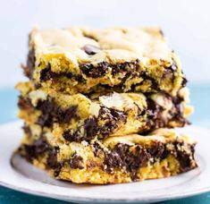 Easy Cake Mix Cookie Bars made with just four ingredients: oil, eggs, cake mix, and chocolate chips. An easy cake mix dessert! Cake Mix Desserts, Cake Mix Cookie Recipes, Cake Mix Cookies, Dessert Recipes, Bar Recipes, Dessert Ideas, Yummy Recipes, Roll Cookies, Kid Desserts