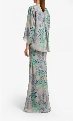 Luna Kurung in Soft Grey Alia B. is back with their 2019 Raya Collection! Kurung set Chiffon Kurung Kedah Ruffled skirt detail Model is 175 cm tall Model is wearing Materia Muslim Fashion, Hijab Fashion, Fashion Dresses, Braids Maid Dresses, Baju Kurung Lace, Kebaya Lace, Hijab Style Dress, Formal Dresses With Sleeves, Batik Fashion