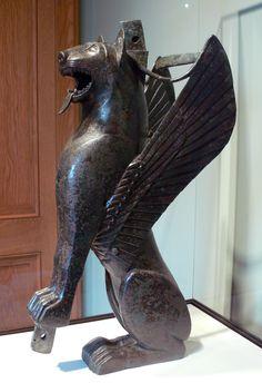 SPAIN / IBERIA / Archaeo - IBERIA. (Pre-Roman Spain) - Tartessos desapareció abruptamente de la historia: a partir de la batalla de Alalia (535 a. C.), quince años después de la muerte de Argantonio, en la que etruscos y cartagineses se aliaron contra los griegos. Una de las posibilidades es que fuera barrida por Cartago tras su victoria sobre los griegos para hacerle pagar así su alianza con estos. O por Gadir, metrópolis fenicia que podía ambicionar el control del comercio de los metales.