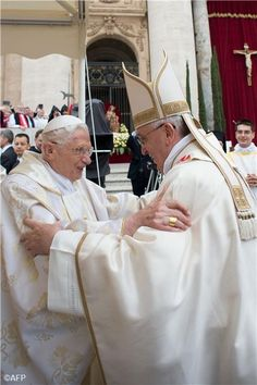 Retired Pope Benedict XVI embraces Pope Francis before the canonization Mass April 27, 2014. #2popesaints                                                                                                                                                     Más