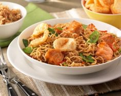 Oester Soja Wok Noedels met peultjes en zalm Chow Chow, Noodles, Chili, Curry, Pasta, Chicken, Meat, Baking, Ethnic Recipes