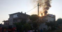 Silivri'de 2 katlı binanın çatısı alev alev yandı