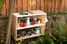 simple but awesome outdoor play kitchen, something no outdoor classroom should be without, this one looks super easy to make, too.