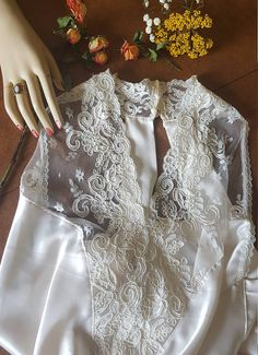 Vintage Ivory Lace Halter Lingerie Nightgown...A Simple Gypsy Treasure...Long Satin Plunge Gown...Pearl Button...Bridal ...High Neck...Large