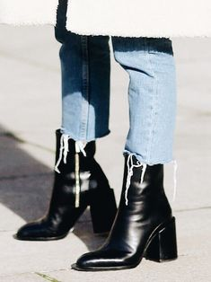 d7e0cff60b1 812 Best HOW TO WEAR BLACK BOOTS INSPO images in 2019