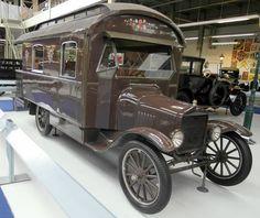 Vintage Motorhome, Vintage Rv, Vintage Travel Trailers, Vintage Trucks, Vintage Campers, Weird Cars, Cool Cars, Old Campers, Ford Classic Cars
