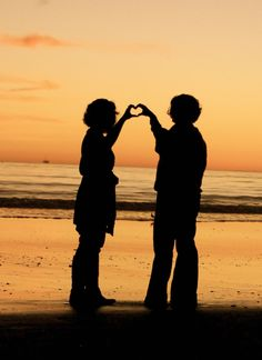 silhouettes at sunset Sunset Silhouette, Creative Photos, Google Images, Portrait Photography, Silhouettes, Poses, Couple Photos, Beach, Pictures