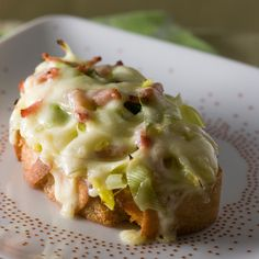 Découvrez la recette Tartine savoyarde sur cuisineactuelle.fr.