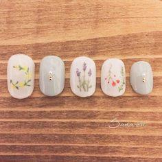 Floral nails!