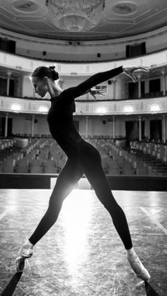 New modern dancing photography beauty Ideas Dance Photography Poses, Dance Poses, Creative Dance Photography, Hair Photography, Photography Ideas, Ballet Pictures, Dance Pictures, Dance Aesthetic, Dance It Out